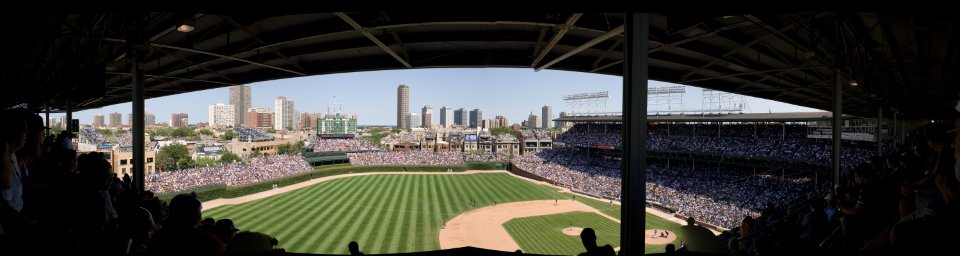Wrigley_Field_-_panorama_-_upper_deck_-_2009-07-29
