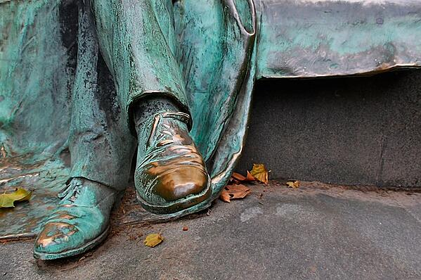 which metals turn green - patina effect on statue